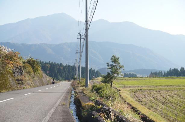 27-15六呂師高原キャンプ場途中の道
